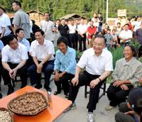 Le PM chinois retourne dans la zone du séisme du 12 mai pour inspecter la reconstruction