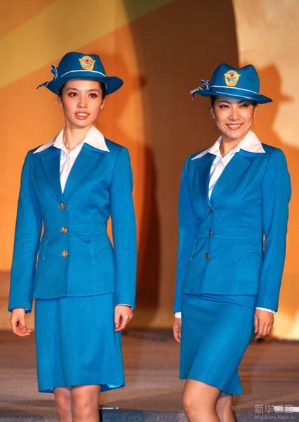 evolution de l 39 uniforme des h tesses de l 39 air chinoises au. Black Bedroom Furniture Sets. Home Design Ideas