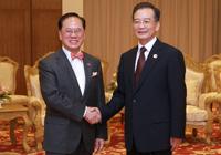 Wen Jiabao rencontre les chefs exécutifs des RAS de Hong Kong et de Macao