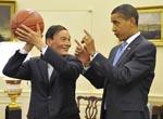 Obama offre un ballon de basket au vice-premier ministre chinois