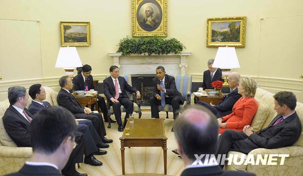 Le 28 juillet, Barack Obama, président des États-Unis, a rencontré à la Maison-Blanche les deux dirigeants chinois, Wang Qishan, vice-premier ministre, et Dai Bingguo, conseiller d'État, dans le cadre du Dialogue stratégique et économique sino-américain.