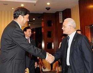 La première délégation de représentants étrangers au Xinjiang après les émeutes