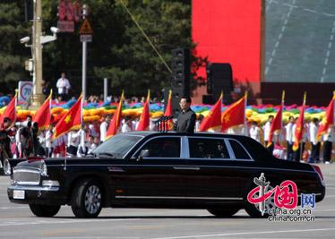 Hu Jintao passe l'armée en revue