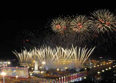 Des feux d'artifice inaugurent la soirée de gala pour la Fête nationale