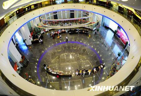 Le hall d'une banque à Shenzhen. Les services financiers constituent une des industries piliers de la ville de Shenzhen.