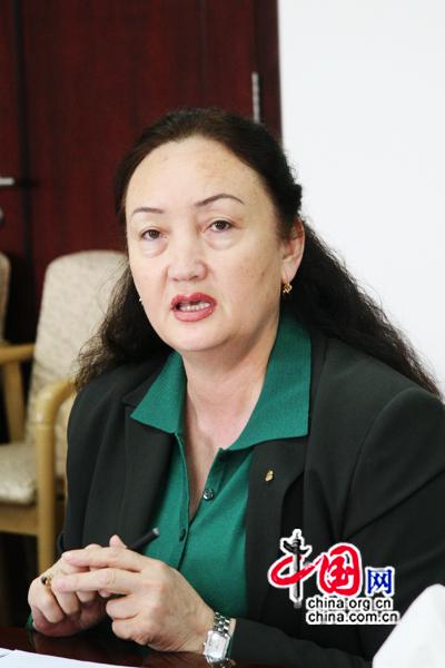 Malina Jianabuer, directrice adjointe du Bureau du Commerce du Xinjiang