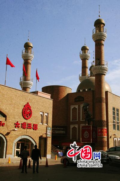 Le 20 octobre, le grand bazar international d'Urumqi. (Photo : Zhang Zhichao)