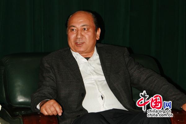 M. Aniwar Amut, président de l'Université du Xinjiang