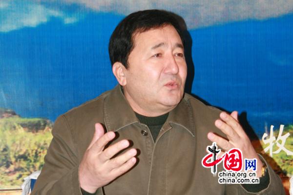 M. Yinamu Naisierding, directeur du Bureau du tourisme du Xinjiang