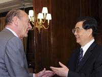 Hu Jintao rencontre Jacques Chirac à Paris