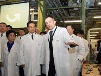 Hu Jintao visite le centre Carros du groupe Schneider Electric