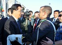 Un cavalier portugais dans les bras du président chinois