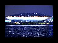 La vue nocturne du Centre culturel de l'Expo