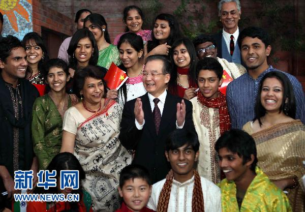 le premier ministre chinois rencontre des adolescents indiens new delhi. Black Bedroom Furniture Sets. Home Design Ideas