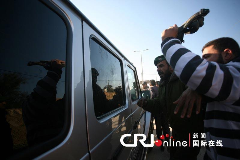 A Gaza, œufs et babouches contre Michèle Alliot-Marie 3