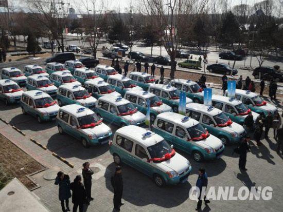 Le premier groupe de 50 taxis électriques est lancé le 1er mars à Yanqing, district de Beijing.
