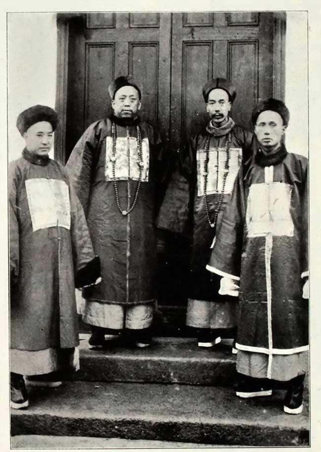Des fonctionnaires de la dynastie Qing