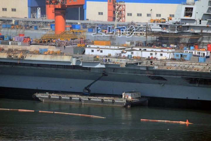 Le porte-avion chinois s'apprête à partir en mer_15