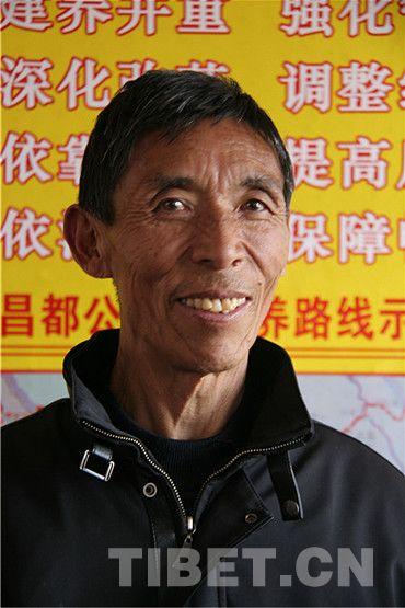 Luotianba, l'un des employés de la voirie de la première génération au Tibet.