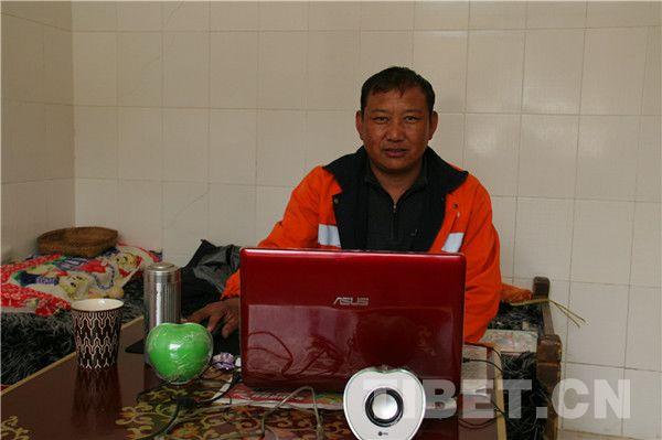 Basang, l'un des employés de la voirie de la deuxième génération au Tibet.