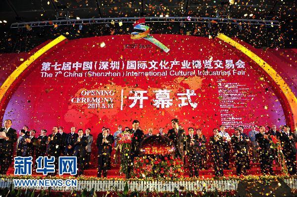 Les acheteurs internationaux affluent dans une foire culturelle dans le sud de la Chine