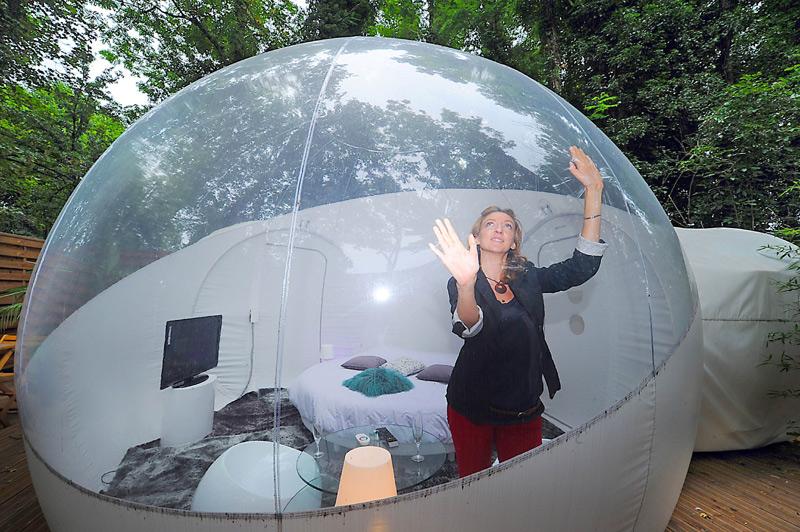 france passer la nuit dans une bulle sous les les toiles. Black Bedroom Furniture Sets. Home Design Ideas