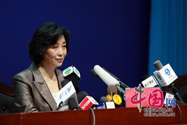 Mme Wu Ping, porte-parole du programme aéronautique habité de Chine, a présenté les informations générales concernant cette mission lors de la conférence.
