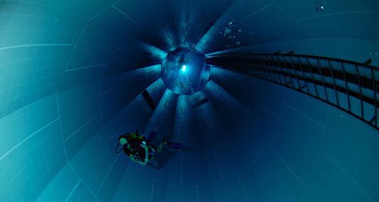 Nemo 33 la piscine la plus profonde du monde for Deepest indoor swimming pool in the world