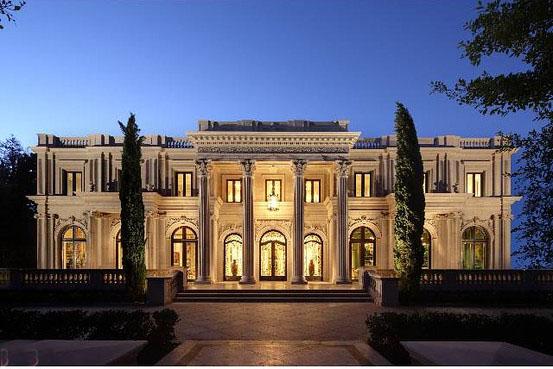 Un jeune couple chinois achète une villa de luxe à Beverly Hills ...