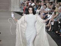 Fashion Week : Fan Bingbing impressionne Paris en Stéphane Rolland