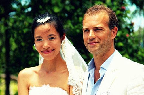 Une présentatrice chinoise a épousé le propriétaire du Moulin Rouge