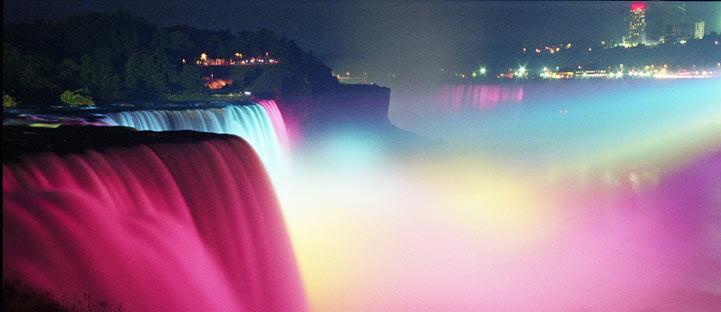 Splendides illuminations des chutes Niagara