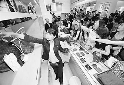 En 2011, les Chinois ont acheté 300 milliards de yuans de produits de luxe à l'étranger