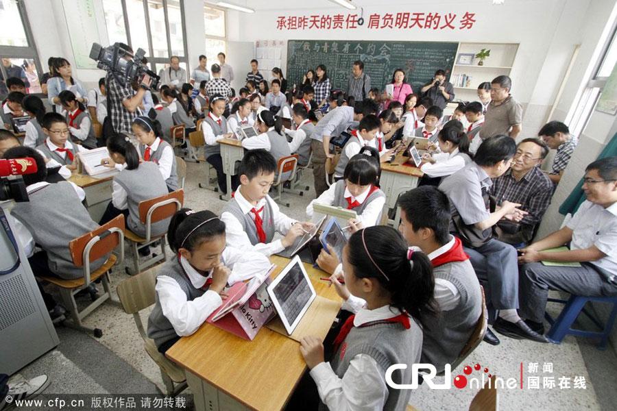 Distribution d'iPad à des écoliers à Nanjing