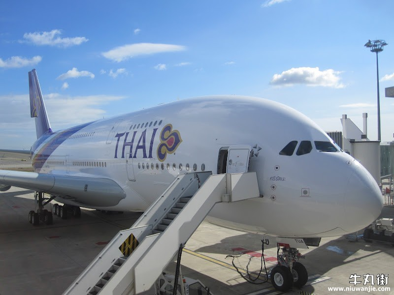 D couvrez l 39 int rieur de l 39 a380 de thai airways for L interieur d un avion