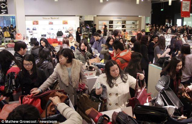 Les chinois se ruent dans les boutiques de luxe en angleterre - Boutique en angleterre ...