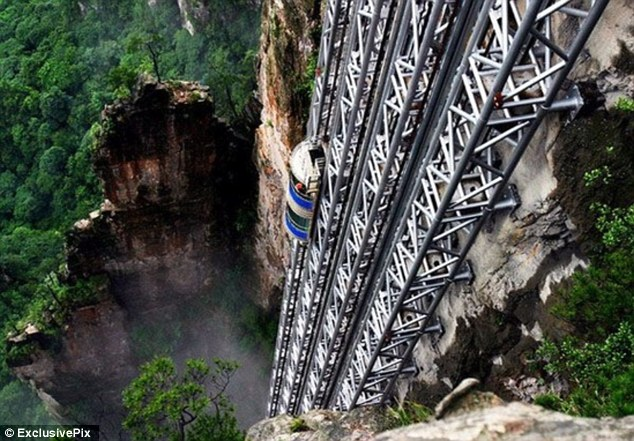 Le plus haut ascenseur touristique en Chine suscite la polémique