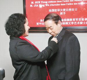 Jia Pingwa nommé le chevalier de l'ordre des Arts et des Lettres de France