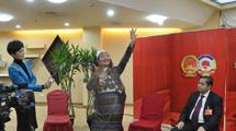 APN : les jolies danses d'une députée de l'ethnie Wa du Yunnan