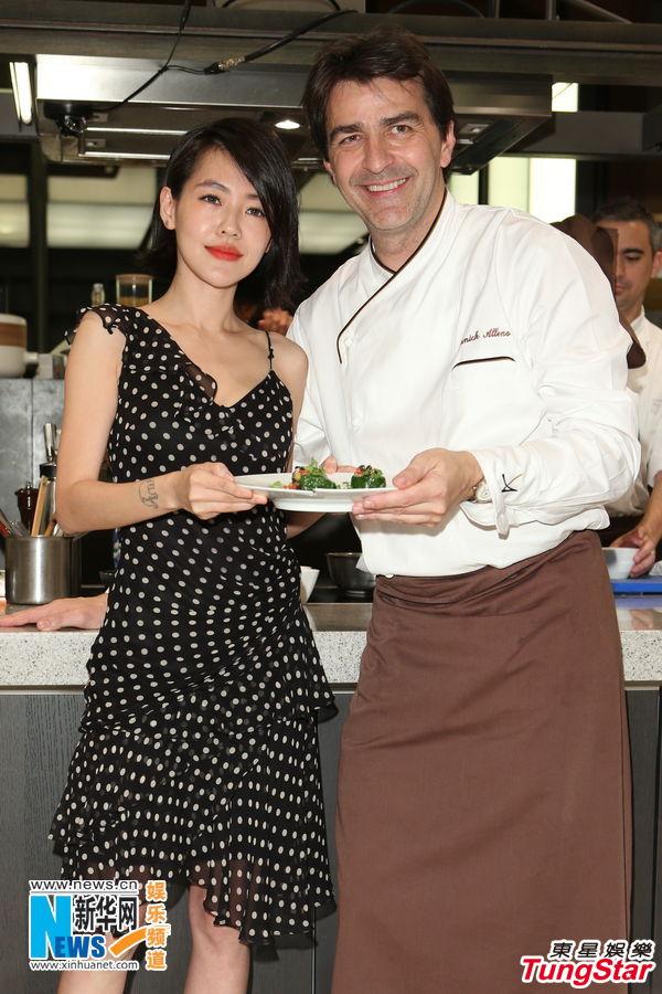 Yannick Alleno Le Grand Chef Cuisinier Promeut Son Livre A Taipei