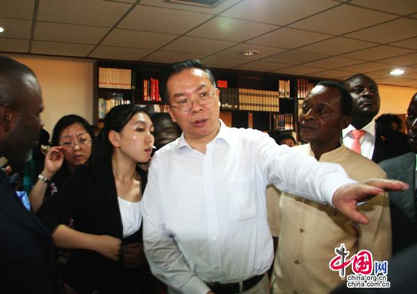 Wang Guoqing visite la Télé Congo et apprécie les échanges sino-congolais