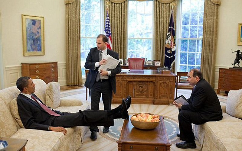 Toujours Les Pieds Sur La Table La Marque De Fabrique De Barack