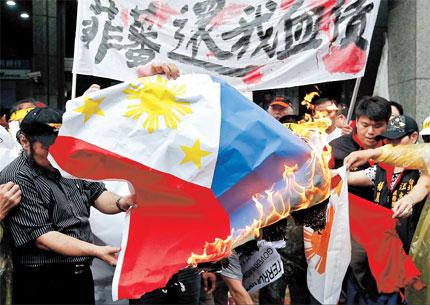 Les p cheurs taiwanais br lent des drapeaux philippins apr s un meurtre - Bureau de representation de taipei ...