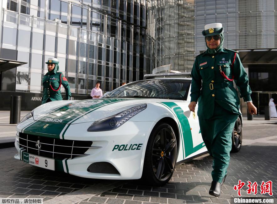 En Images Les Voitures De Luxe De La Police De Duba 239