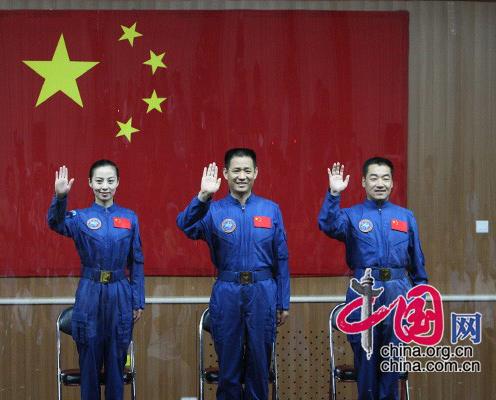 Rencontre des astronautes de Shenzhou-10 avec les journalistes