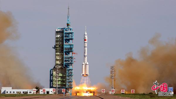 Lancement du vaisseau spatial habité Shenzhou-10