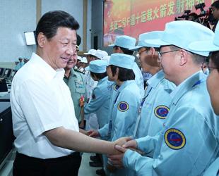Le président chinois observe le lancement du vaisseau spatial habité Shenzhou-10
