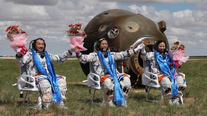 La capsule de retour de Shenzhou-10 entre dans une zone de black-out