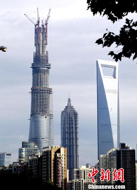 La Structure De La Tour Shanghai Est Achevee