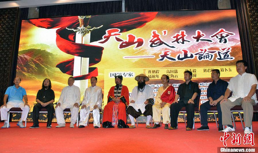 De grands ma tres des arts martiaux chinois r unis au xinjiang for Art martiaux chinois